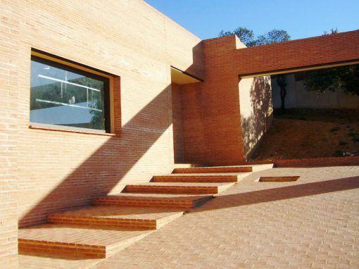 2004-HERRERA HOUSE